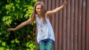 Kinder lieben es zu balancieren
